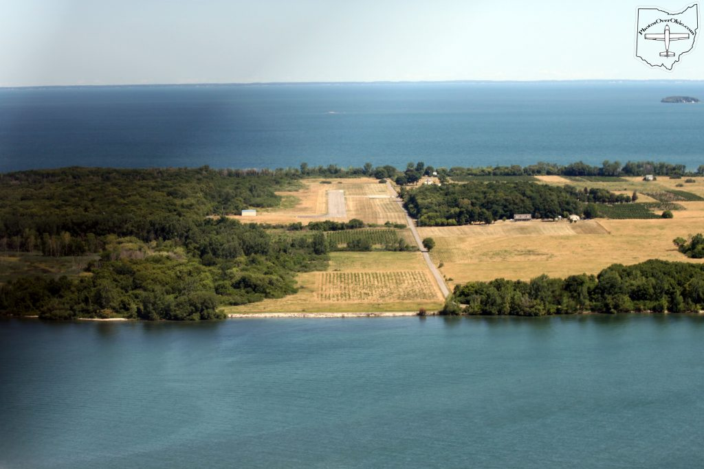 North Bass Island, Runway 01 - Short Final