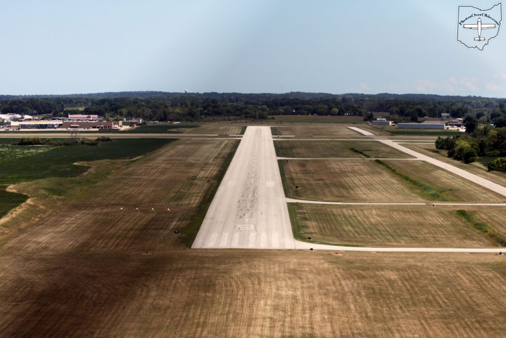 Port Clinton (KPCW) Runway 9, Short final