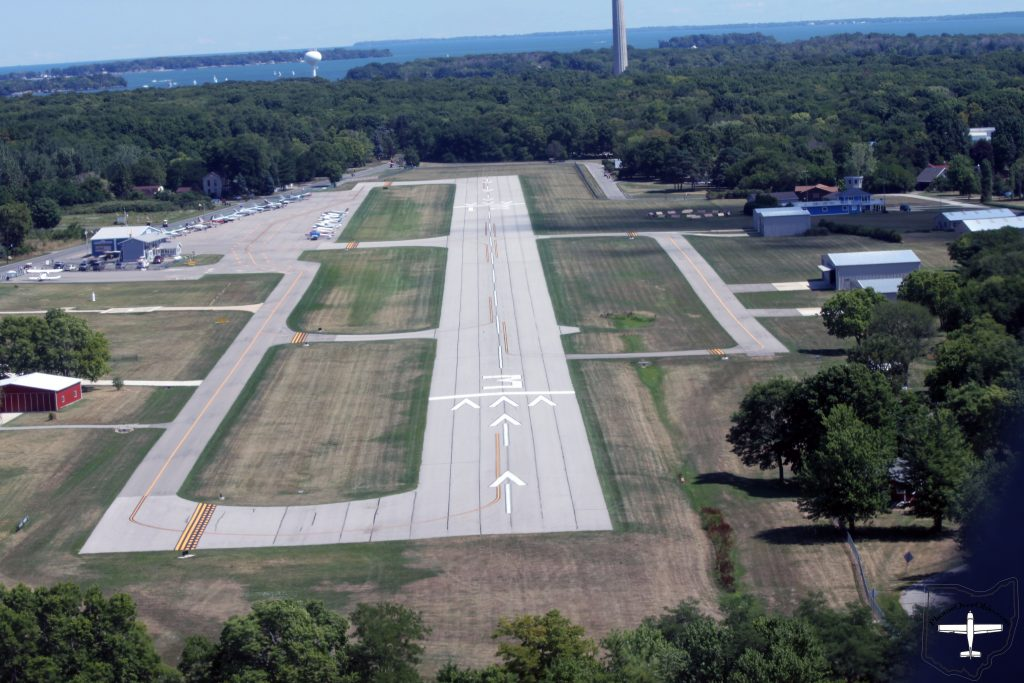 Put-In-Bay (3W2), Runway 03 - Short final